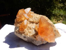 Honey calcite crystals on base - 19 x 15 x 14cm - 3kg+