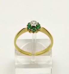 "18kt gold ""posie"" ring set with Emeralds & VS1 Diamond"