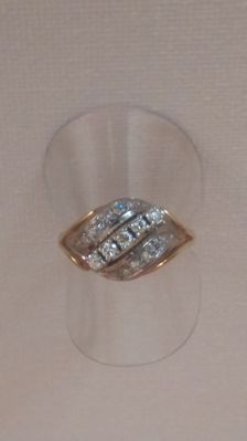 Women's ring with brilliants