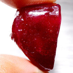 Natural red Ruby - 25 x 17 x 10 mm - 64.50 ct