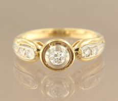 Bi-colour 18 kt gold ring, set with five brilliant cut diamonds of approx. 0.40 ct in total - ring size: 17 (53) ****NO RESERVE PRICE****