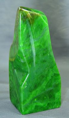 Premium quality hand-finished green Nephrite Jade - 165 x 86 x 43mm - 805gm