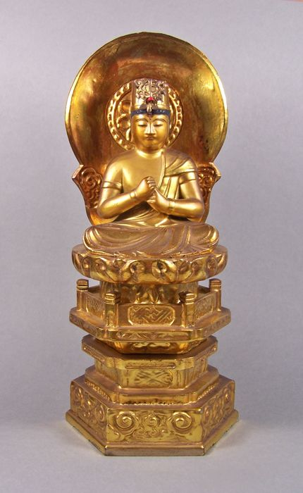 A gilded and black lacquered wood sculpture of Buddha Dainichi Nyorai - Japan - ca 1950 (Showa period)