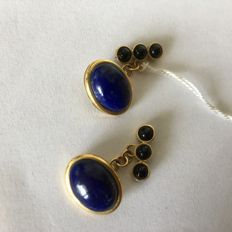Cufflinks in 18 kt/750 yellow gold, total weight: 8.55 g, with oval lapis lazuli cabochon and onyx