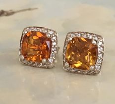 18 kt White gold ear studs with citrine, 6 ct and diamonds, 0.40 ct - 12.3 mm