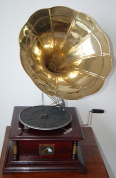 A square trumpet Bois de Rose gramophone, brass columns, retro style, in perfect working condition, with disc and spare styluses, a replica.