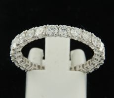 White gold, 14 kt, full eternity ring set with 24 brilliant cut diamonds of approx. 2.25 carat in total, ring size 19 (59)