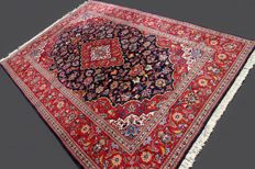 Splendid, authentic Keshan rug from Iran, Lachek Torange design with floral motif, approx. 297 x 200 cm, App. more than 300,000 knots/m², EXCELLENT condition with certificate of authenticity.
