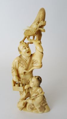 Ivory Okimono of a Magician, a musician and a dragon - Japan - 19th century