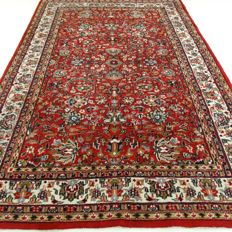 "Sarough - 296 x 194 cm -  ""Oriental, richly decorated rug in beautiful condition""."