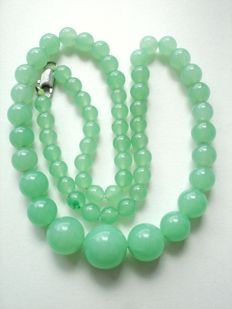 Vintage (1950s) - Genuine Jade / Jadeite pale Apple Green beads Necklace - Excellent