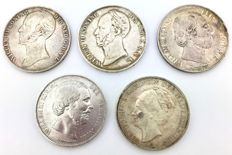 The Netherlands – 2½ guilders 1845, 1847, 1872, 1874 and 1940, Willem II, III and Wilhelmina (5 pieces) – silver