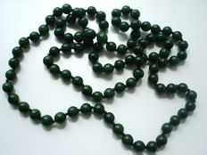 Vintage (1950s) - Genuine Jade / Jadeite forest Green beaded Necklace - Excellent