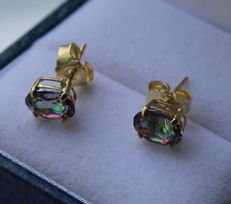 14 kt gold earrings with mystic topaz – Length: 0.5 x 0.3 cm.