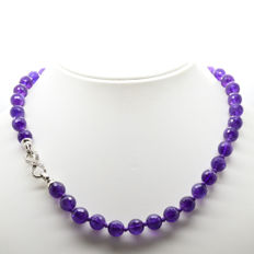 Necklace with faceted amethysts with silver clasp - length: 50 cm