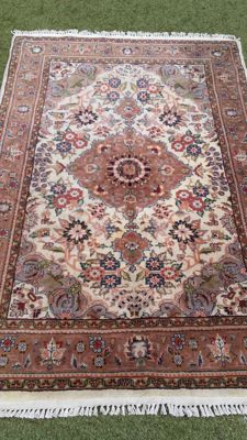 Beautiful hand-knotted Indo Tabriz, 111 x 174 cm, no reserve, bidding starts from €1