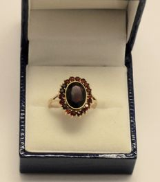 14 kt Yellow gold ring with natural  garnet, ring size 16
