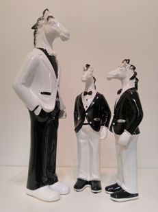 3 Horse figures in tuxedos, jackets and bow ties - father with 2 sons (45 cm and 32 cm high)