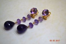 Earrings in 18 kt yellow gold and amethyst - Dimensions: 5.5 x 1 cm