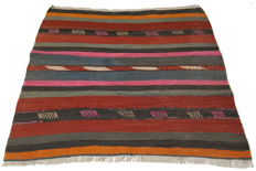 (No reserve price) 3748 - Authentic antique Kilim. Original, collector's item (127 x 118 cm) with certificate of authenticity from an official expert (Galleria Farah 1970)