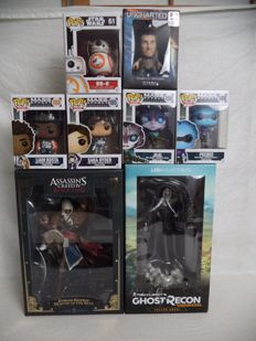 Lot of 8 Game Statues. Funko Pop, Assassin's Creed. Ghost Recon.