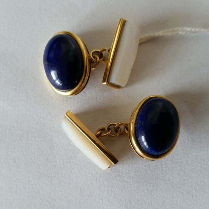 Cufflinks in 18 kt/750 yellow gold with lapis lazuli and mother of pearl