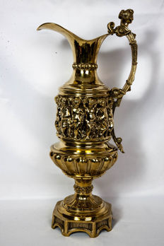 Large ornament jug in Renaissance style, in brass or yellow copper - France - circa 1880