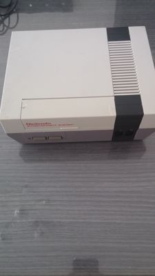 Nintendo Nes 8 Bit 1985 with one game and one controller