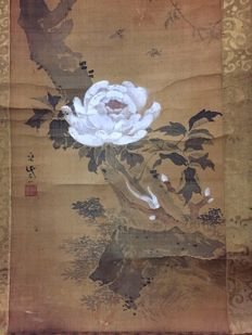 Hanging scroll of a flower on a branch by So Shizan (1715-1786) - Japan - Late 18th century