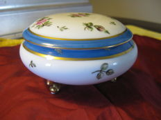 Giraud Limoges - Porcelain candy box
