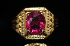 18 kt gold ring, set with natural rubellite tourmaline of 2 ct, size 61