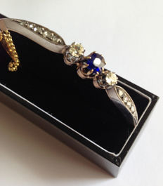 Bracelet with a sapphire and 12 diamonds
