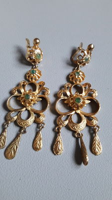 Silver earrings with emerald, Elizabethan, Spain, 19th century