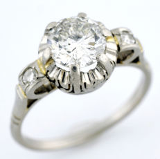 18 kt gold solitaire ring.  Natural brilliant cut diamond of 1.12 ct. (J-P1). With IGE certificate.