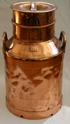 Copper large milk churn, second half 20th century, Belgium.