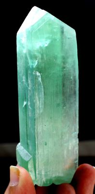 Terminated and undamaged lush green kunzite hiddenite crystal - 101 x 29 x 19mm - 120 gram.