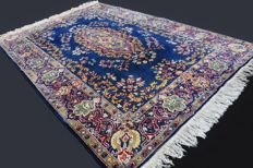 Extraordinary and elegant antique Kirman rug from Iran, in wool and silk, floral palace drawing, approx.  180 x 125 cm, more than 400,000 knots per m², early twentieth century, Private collection!
