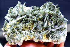 Terminated Complete & Undamaged Natural Green Chlorine Quartz Crystals Specimen -  132 x 112 x 45 mm - 398 Gram