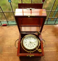 A good working nice and complete ship/marine-chronometer