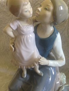 Nao by Lladro Figurine - 'The Pampering Mother'