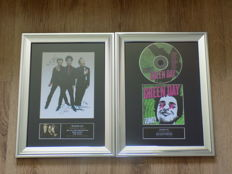 "Green Day "" uno "" Framed Cd Display & Green Day framed picture both signed ( printed)"