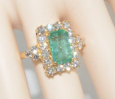 Gold ring set with an emerald of 3.67 ct and 22 diamonds totalling 2 ct – Size 54