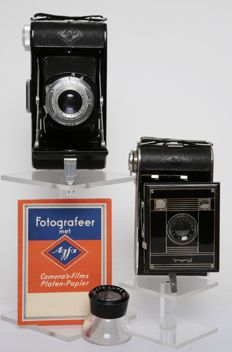 2 Agfa Billy cameras from, among others, 1934