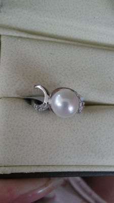 Genuine Chinese Freshwater Cultured Pearl with White Topaz Dress Ring. No Reserve