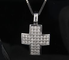 White gold 14 kt necklace with 18 kt cross pendant with 48 brilliant cut diamonds of approx. 0.50 ct, F-G/VS-SI ****NO RESERVE PRICE*****