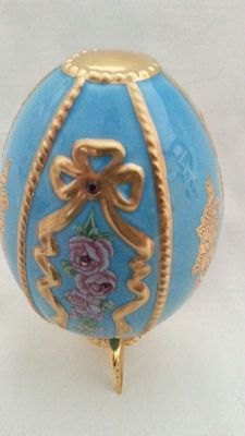 "House of Fabergé - Collector egg "" blossums of the dynasty "" - porcelain - gold paint 22 k - copy coa"