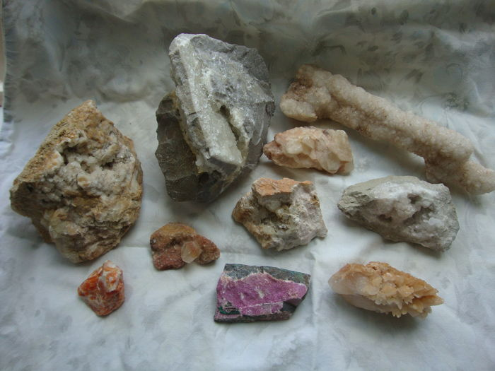 Collection of calcite crystals - 3402gm (10)