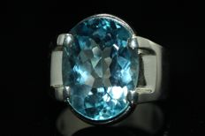 Men's ring, 925 silver set with a blue topaz of 12 ct – size 62.