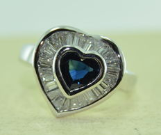 Ring in gold set with a sapphire of 1.10 ct and 26 diamonds of 2 ct - ring size 55 - ***no reserve price***