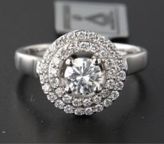 White gold ring of 14 kt with one brilliant cut diamond of 0.52 ct and 40 brilliant cut diamonds of approx. 0.40 ct in total, F-G / VVS2 – SI – Ring size 17.25 (54)